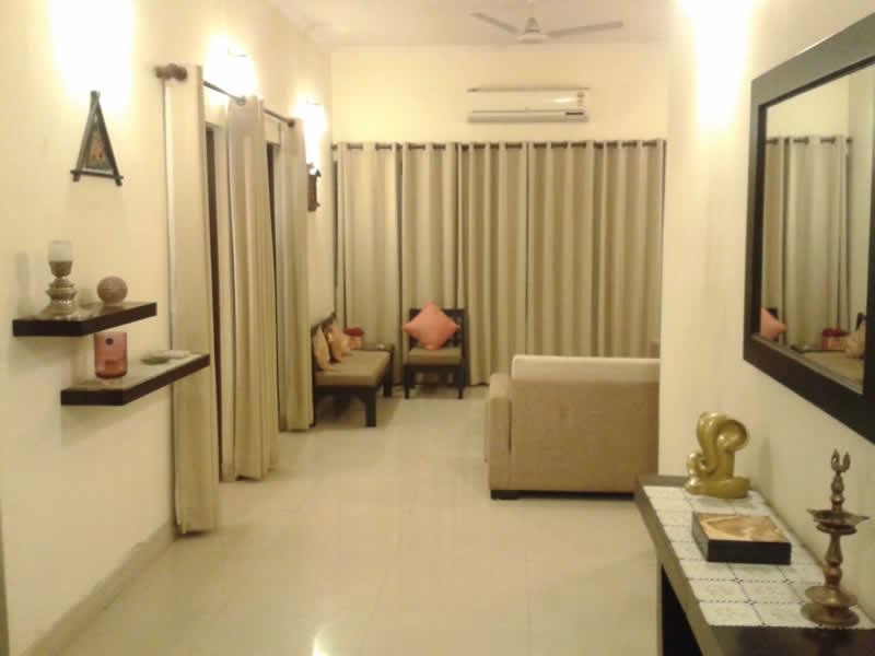 Brij Kumar 99996 70006 Estates Realtors provides 1bed room flat apartment on rent to expat nri foreign national in delhi saket