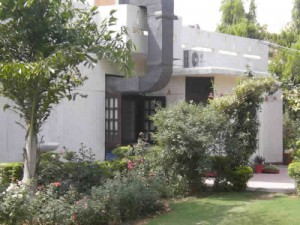 to rent out lease out farm house in delhi gurgaon india call freehold india realtors 9999670006